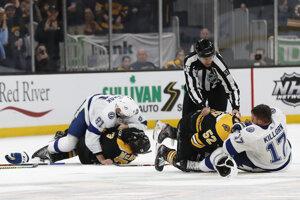 Hromadná bitka v zápase Boston Bruins - Tampa Bay Lightning.