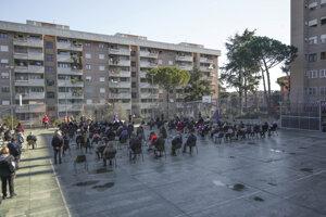 V Ríme bola omša vonku na na verejnom priestranstve.