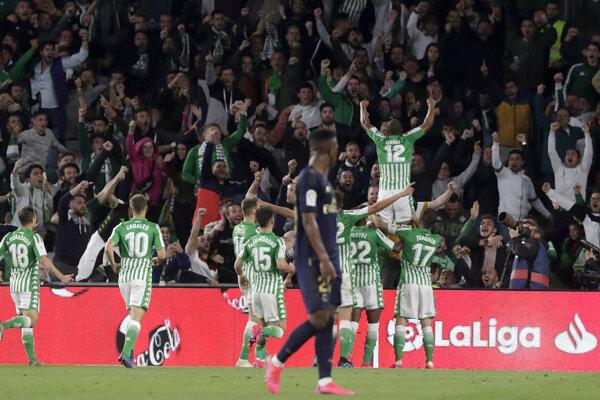 Radosť hráčov Betisu Sevilla.