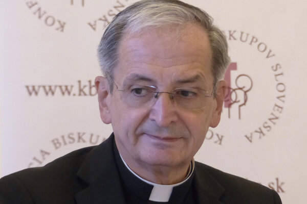 Arcibiskup Zvolenský musel v televízii zmierňovať postoje moderátorov.