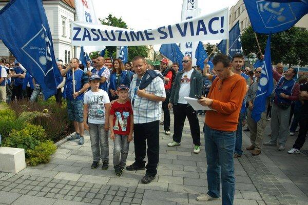 Odborári v piatok demonštrovali svoju silu pochodom.