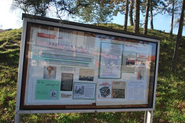 Informačné skrinky na Štefánikovej ulici.