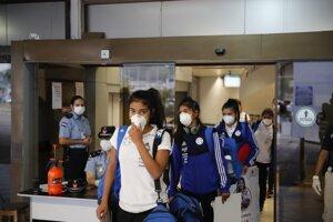 Cestujúci na letisku Luque v Paraguaji.