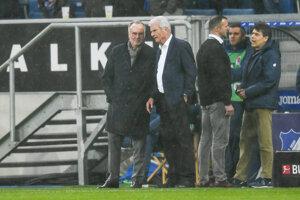 Prezident Bayernu Mníchov Karl-Heinz Rummenigge (vľavo) a majiteľ Hoffenheimu Dietmar Hopp.