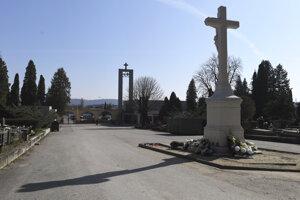 Verejný cintorín v Košiciach bude zatvorený až do odvolania krízových opatrení.
