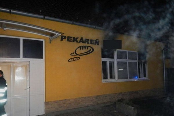 Pekáreň v Trstíne. V Noci tam niekto úmyselne založil požiar.