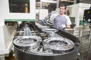 Výroba vmartinskom závode Volkswagen Slovakia ostáva prerušená až do Veľkej noci.