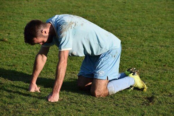 Snaha futbalistov a dosiahnuté výsledky v aktuálnej sezóne možno vyjdú nazmar.