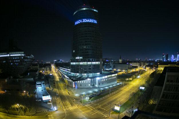 Špeciálnu svetelnú projekciu pri tejto príležitosti bude vidno \nkaždý večer po zotmení do polnoci.
