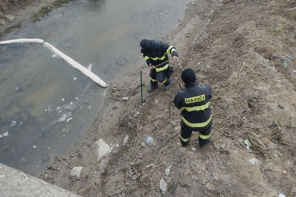 Na dolnom toku hasiči postavili norné steny.