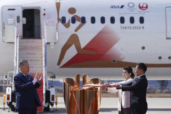 Olympijská pochodeň priletela do Tokia 20. marca.