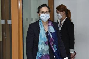 Novovymenovaná ministerka  spravodlivosti Mária Kolíková (Za ľudí) prichádza na ministerstvo spravodlivosti si prevziať rezort od svojho predchodcu Gábora Gála (Most-Híd) v Bratislave 21. marca 2020.