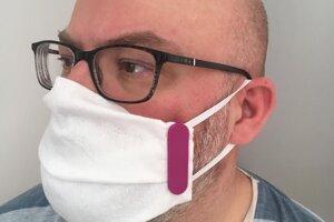 Klipy na výrobu ochranných tvárových rúšok.