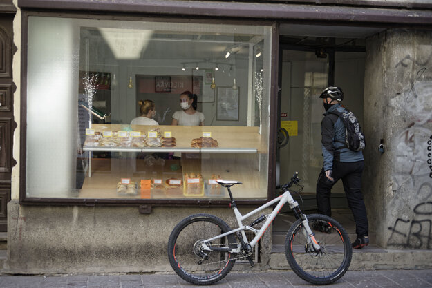 Obchod s pečivom v centre mesta Košice.