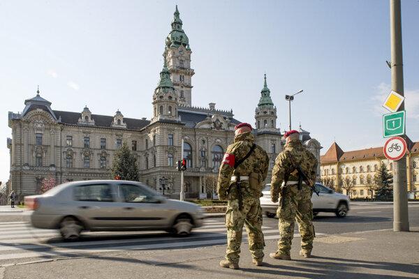 Vojenská hliadka v Győri.