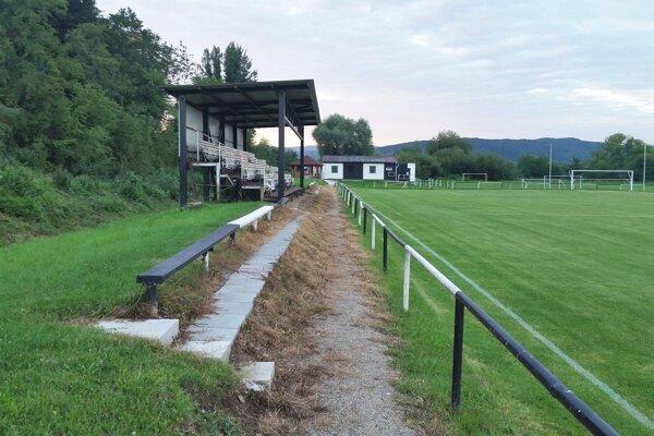 Futbalové ihriská aj tribúny budú určitý čas zívať prázdnotou. Dokedy, je otázkou.