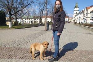 Beata Drozdová so psíkom.