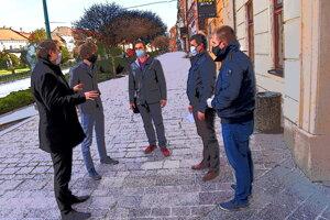 Poslanci prišli s iniciatívou Rozdaj sa.