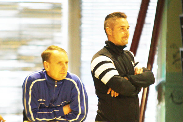 Vpravo tréner ViOnu B Roman Zima.