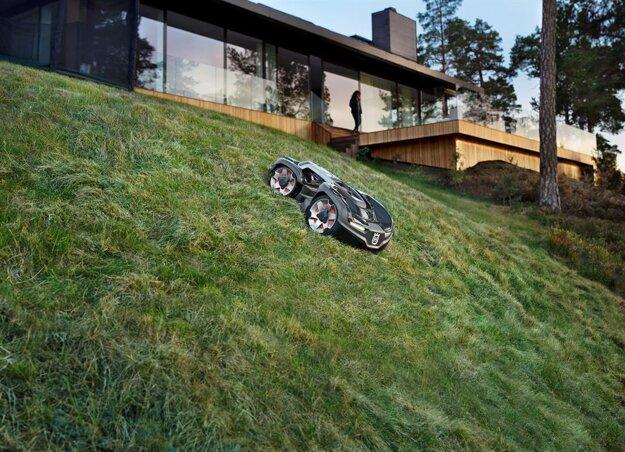 Husqvarna Automower® dokáže vyjsť aj do strmých svahov.