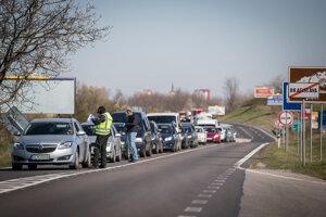 Kontroly na ceste medzi Bratislavou a Stupavou.