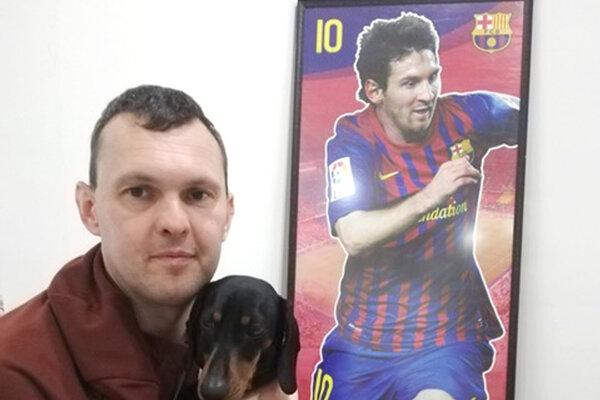 Daniel Benkó je veľkým fanúšikom FC Barcelona ajeho najväčšej hviezdy Lea Messiho. Pomenoval po ňom dokonca aj svojho psa.