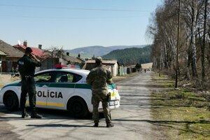 Policajný prezident zdôraznil potrebu ochranných pomôcok pre policajtov v teréne.