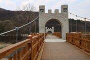 Most pod Šarišským hradom je unikátnou stavbou. Má vyše 80 metrov.