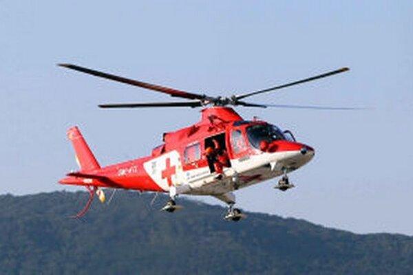 Na miesto leteli záchranári z Banskej Bystrice. Zranenému mužovi už nedokázali pomôcť.