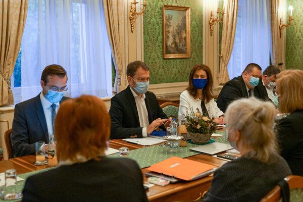 Igor Matovič na stretnutí s odborníkmi.