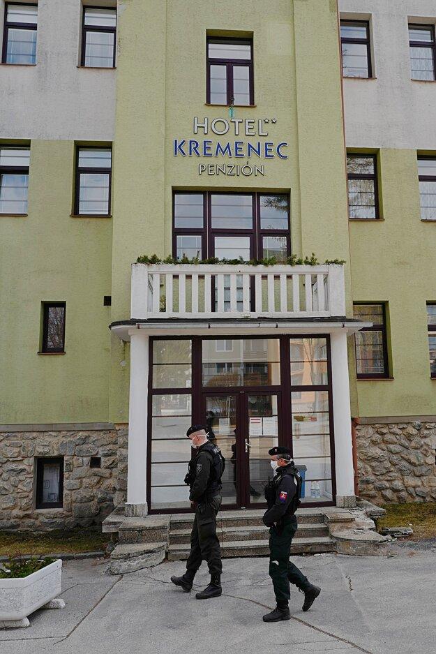 Hotel Kremenec, jedno z karanténnych centier pre nový koronavírus, ktorý je v správe Ministerstva vnútra Slovenskej republiky v Tatranskej Lomnici vo Vysokých Tatrách.
