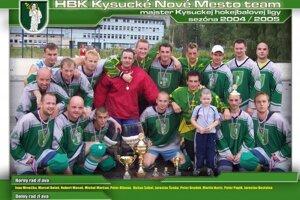 Majstrovské mužstvo HBK KNM aj s popisom hráčov.