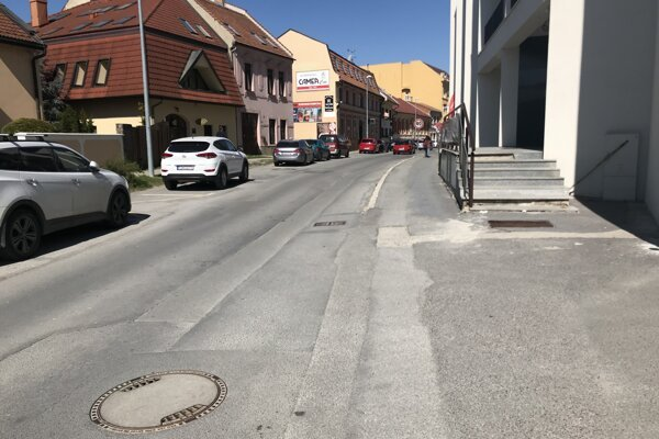 Jarkovú ulicu majú začať konečne rekonštruovať.