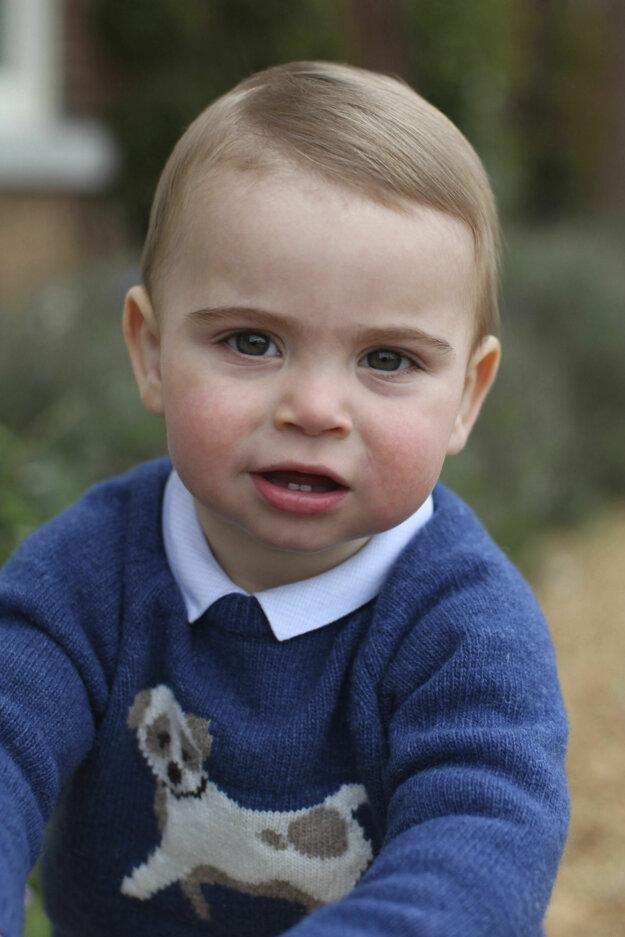 Tieto fotografie vznikli pri príležitosti prvých narodenín.