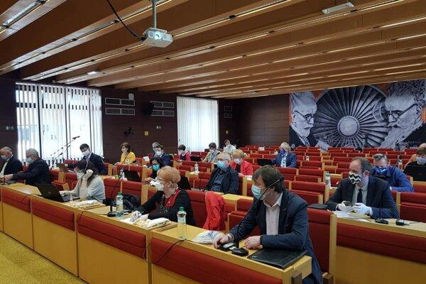 Štvrtkové mestské zastupiteľstvo v Liptovskom Mikuláši bolo bez účasti verejnosti.