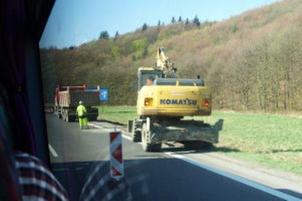 Opravy čiastočne obmedzujú dopravu.