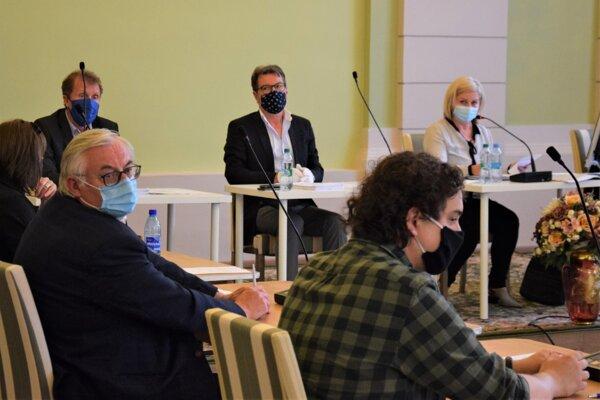 Mestské zastupiteľstvo v Lučenci sa konalo prvý krát v čase pandémie koronavírusu.