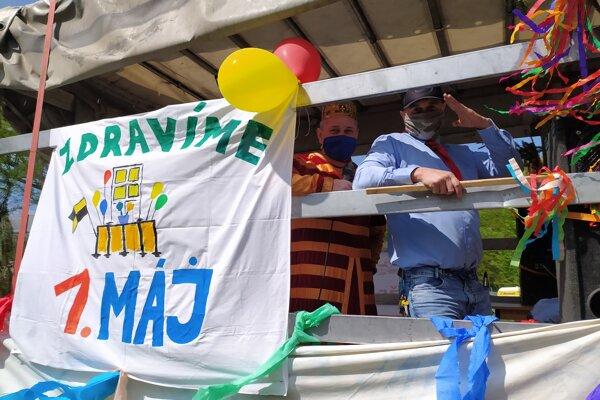 Balkónový 1. máj v Handlovej.