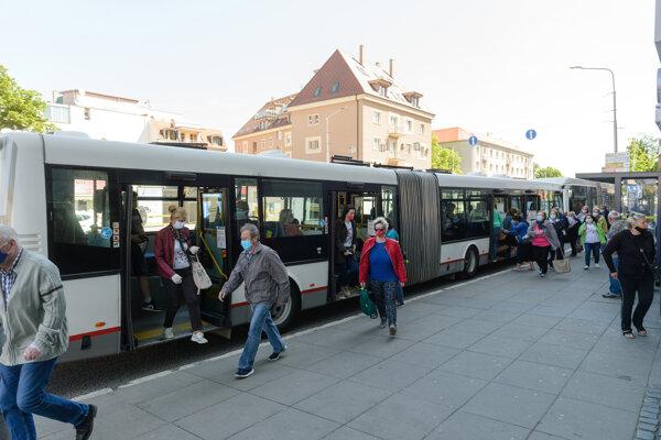 Od pondelka 4. mája 2020 sa v Nitre zvýšila intenzita mestskej hromadnej dopravy.