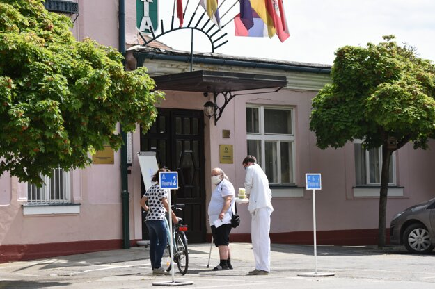 Slovenské liečebné kúpele Piešťany začínajú v máji s postupným spúšťaním prevádzky.