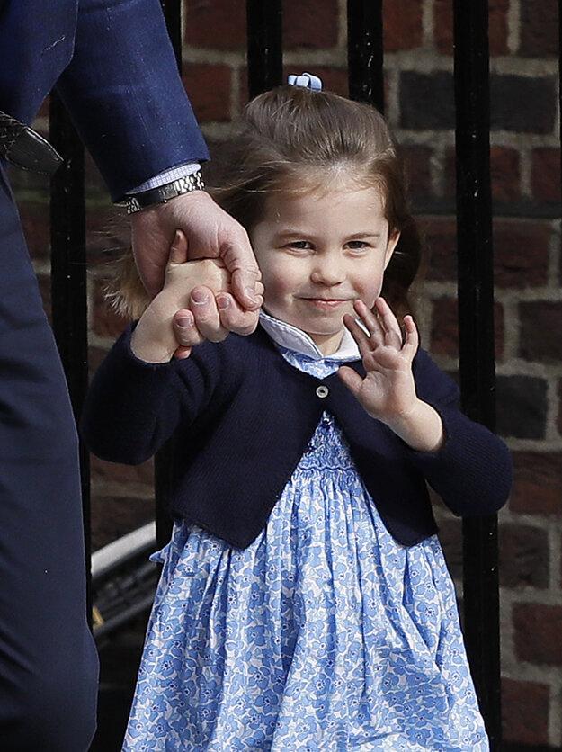Britský princ William a princezná Charlotte prichádzajú do Nemocnice sv. Márie v londýnskej štvrti Paddington. 23. apríla 2018 sa narodil jej mladší brat Louis.