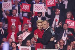 Poľský prezident Andrzej Duda s manželkou Agatou Kornhauser-Duda počas kampane.