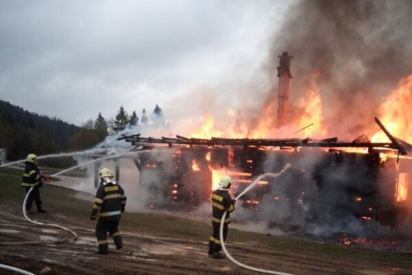 V plameňoch mizne časť histórie Goralov.