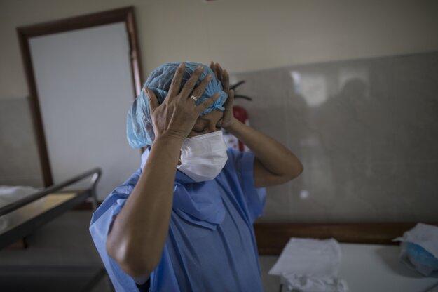 Melina Vargasová pracuje v peruánskej metropole Lima na jednotke intenzívnej starostlivosti, kde sa starajú o pacientov s koronavírusom.