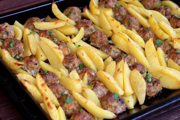 Mäsové guličky pečené spolu so zemiakmi