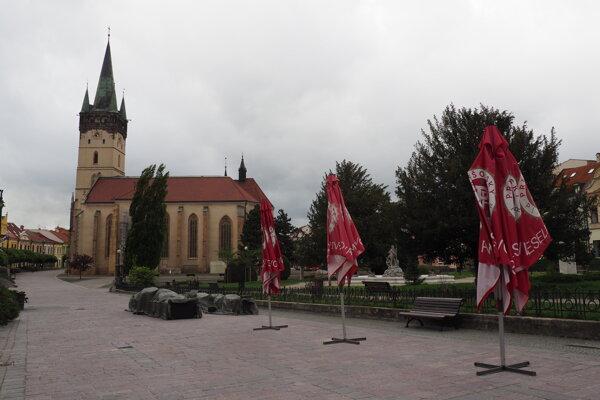 Počasie v stredu podnikom neprialo. Takmer všetky letné terasy ostali v Prešove zatvorené.