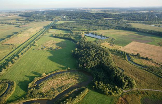 Letecký pohľad na Zvernicu Obelisk