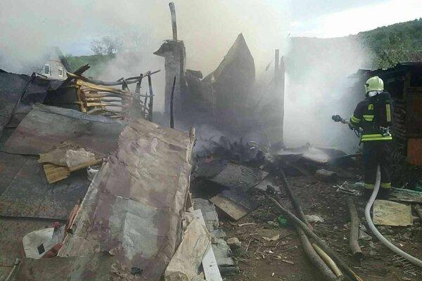 Požiar v Jasove zničil celý objekt.