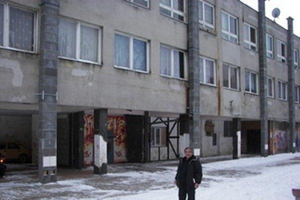Muža prepadli v štiavnickej časti Šobov.