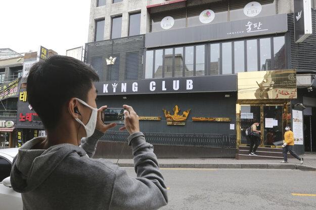 V Soule dočasne zatvorili bary a tanečné kluby.